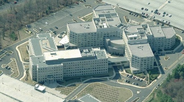 Locaux de l'Office of the Director of National Intelligence (ODNI), à gauche, et National Counterterrorism Center (NCTC), à droite