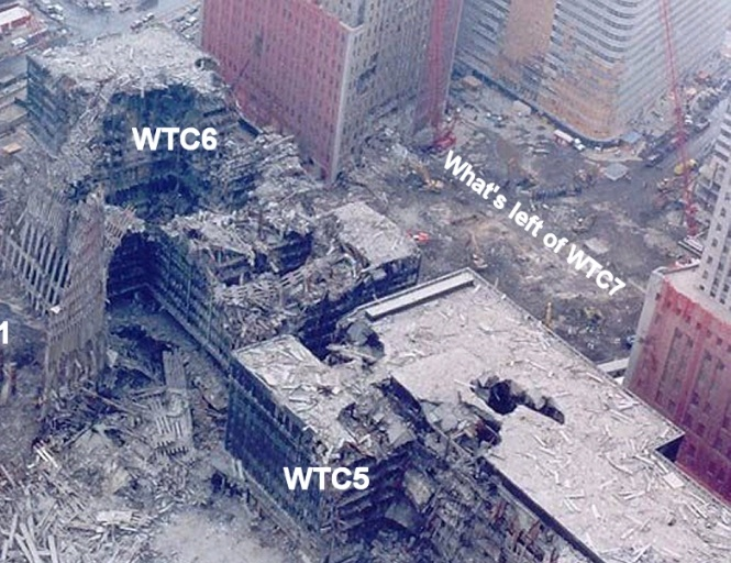 Décombres de la tour 7 du World Trade Center vues du sud-est